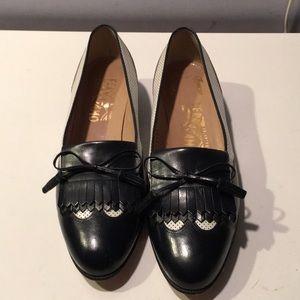 Vintage Salvatore Ferragamo black/white shoes 8.5